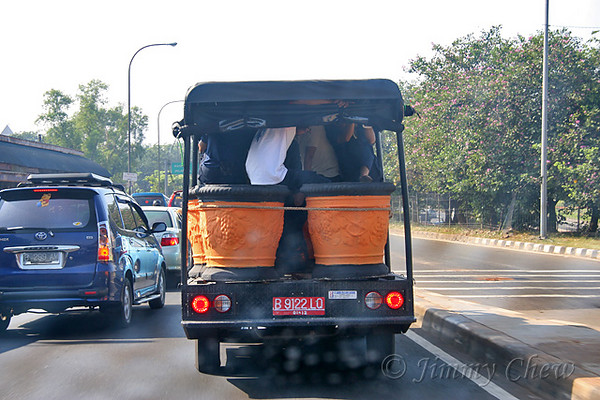 """<font color=""""yellow"""">Transporting giant ceramic vases... There is space for the workers; space fully utilised.</font><br>"""