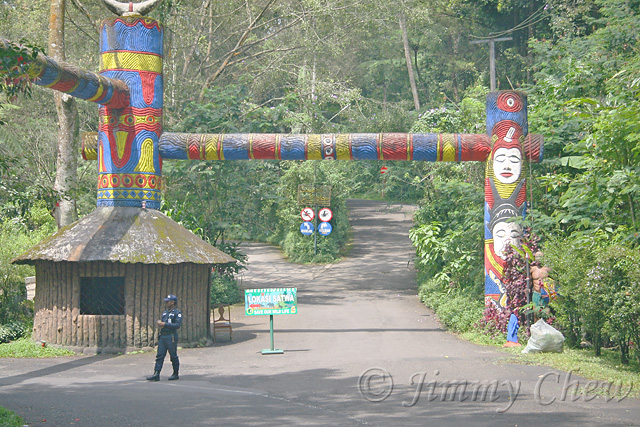 Entrance into the safari park.