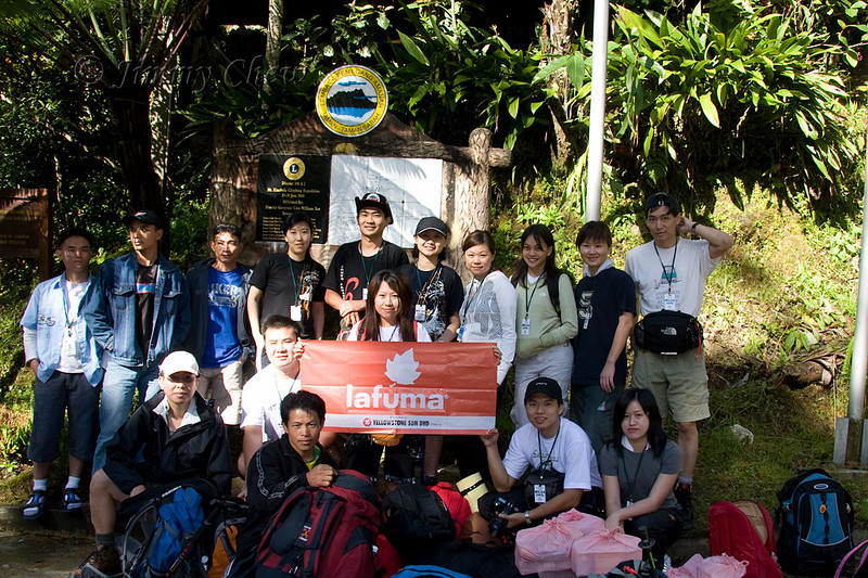 A group photo just before the climb, guides and porters included. Organiser Edna holds the Lafuma banner.