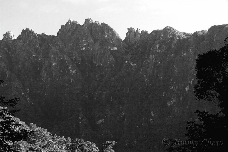 A B&W of the vast mountain ridge.