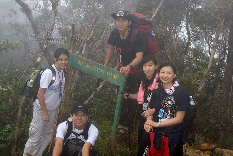 "KT, Margaret, Cherie, Tze Min and Chang Chern. The signboard ""Mesilau Nature Resort"" is far away from accommodation."