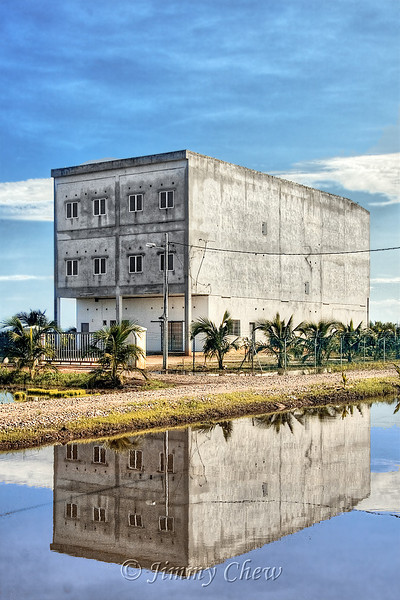 Building in the midst of padi fields.