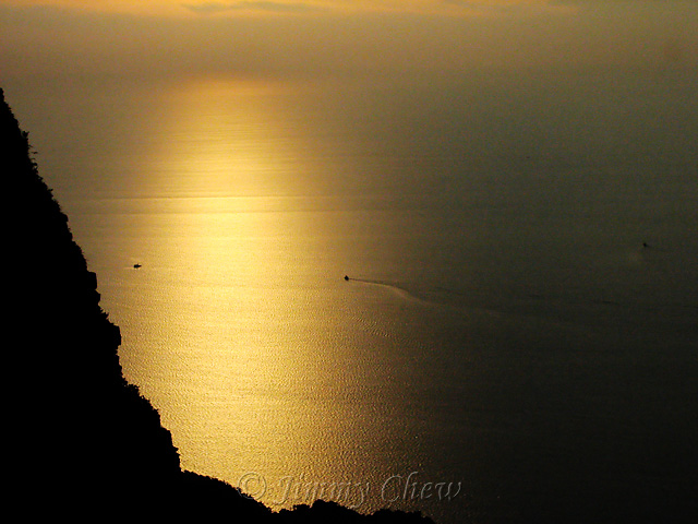 """<font color=""""yellow"""">'Golden' sunset as viewed from skybridge.</font><br>"""