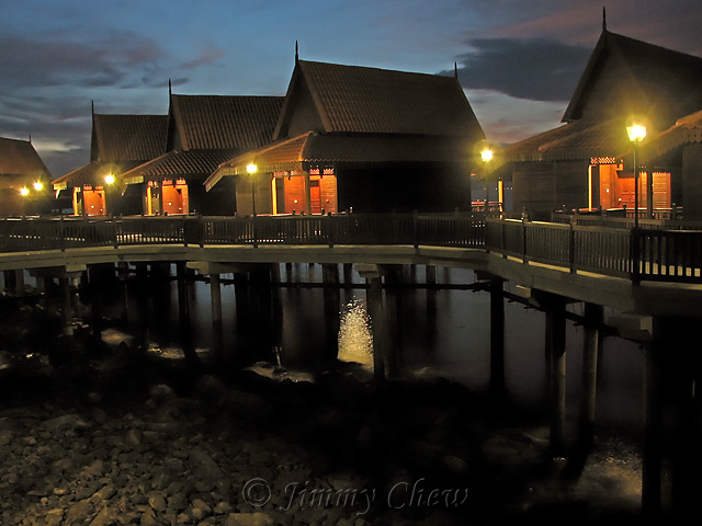 """<font color=""""yellow"""">Water chalets at dawn.</font><br>"""
