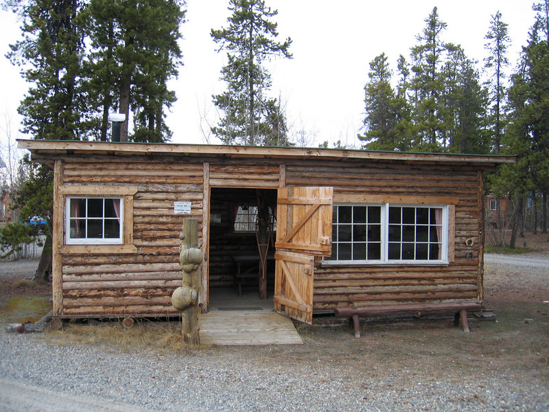5/16/06 - Recreation cabin at Caribou RV Park
