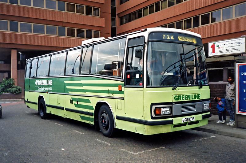 TP61 B261KPF, Watford Junction 15/5/1991