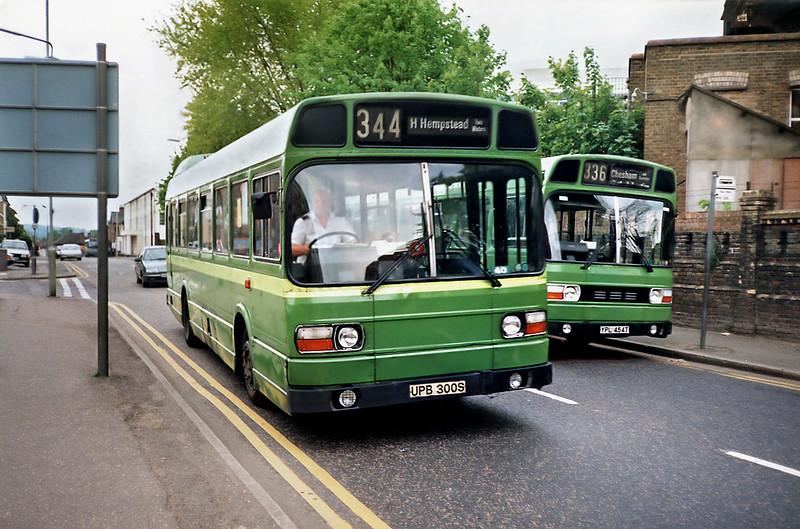 SNB300 UPB300S, Watford Junction 15/5/1991
