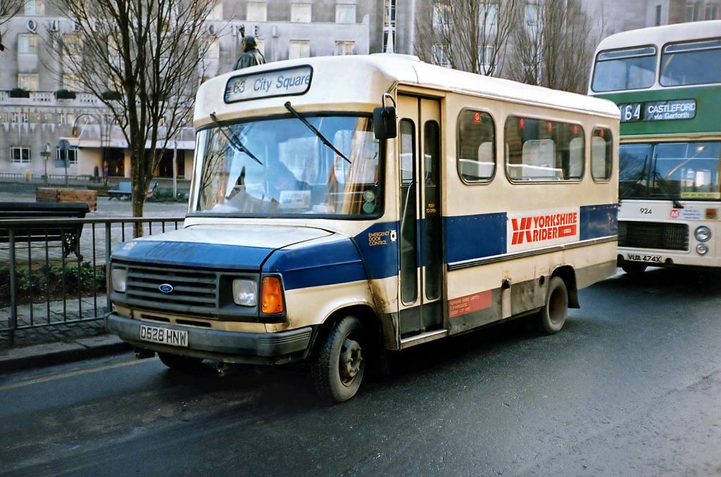 128 D528HNW, Leeds 19/1/1991