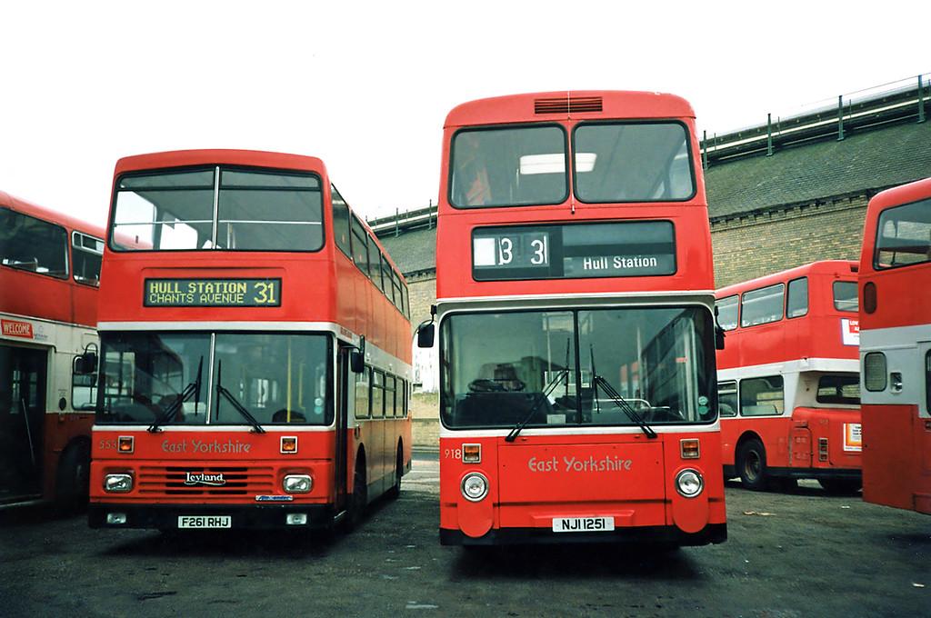 918 NJI1251 and 553 F261RHJ, Hull 29/4/1991