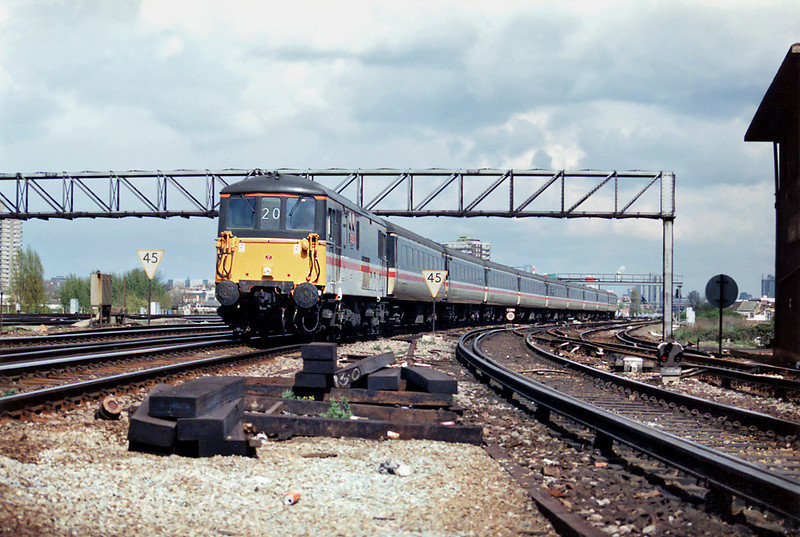 73201 Clapham Junction 12/4/1993