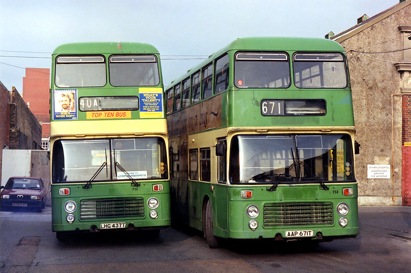 671 AAP671T and 337 LHG437T, Worthing 31/1/1993