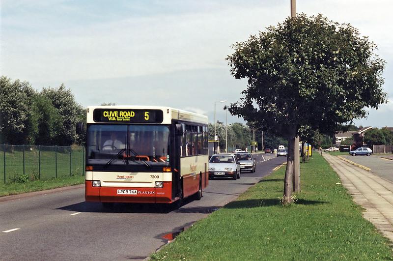 7209 L209TKA, Kew 4/8/1994