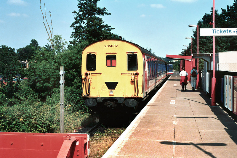 205032 Uckfield 19/7/1994<br /> 1600 Uckfield-London Bridge