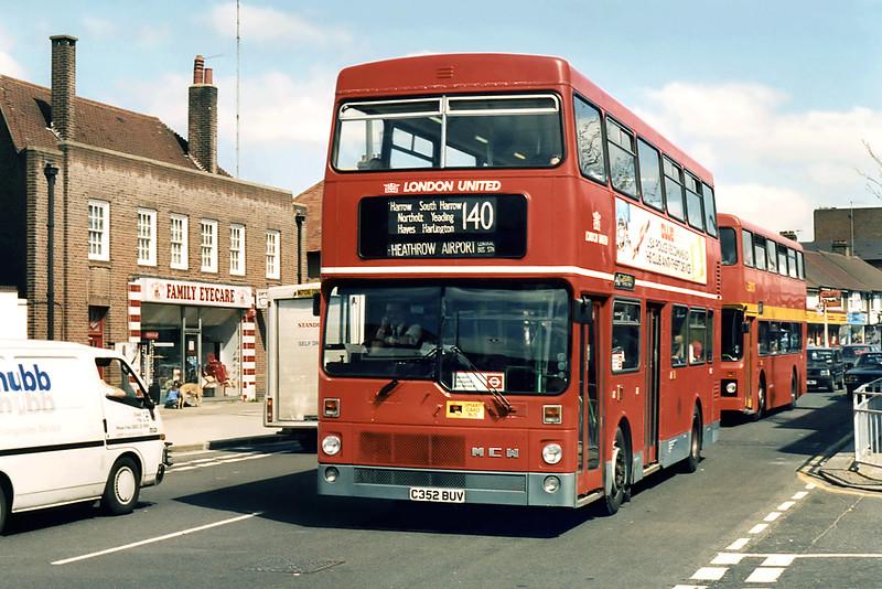 M1352 C352BUV, South Harrow 13/4/1995