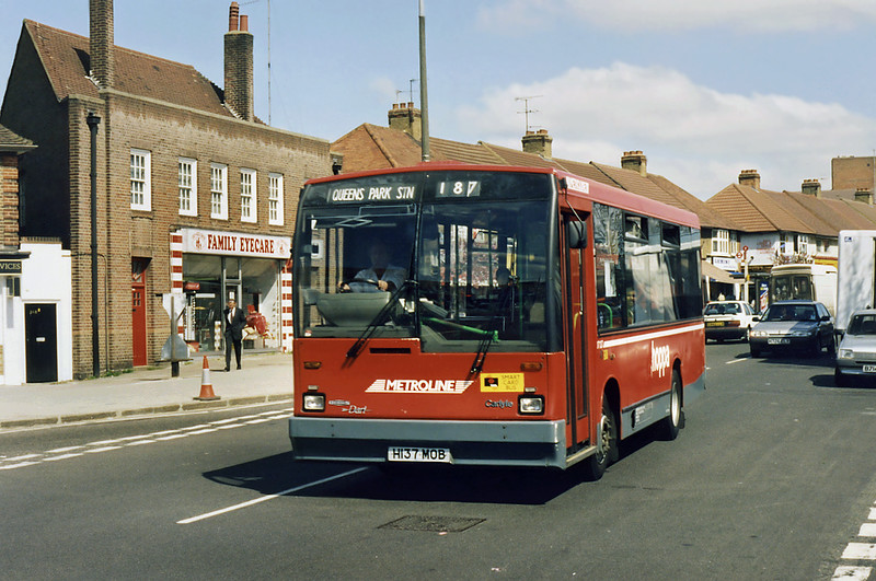 DT137 H137MOB, South Harrow 13/4/1995