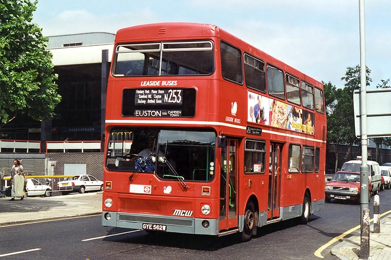 M562 GYE562W, Euston 26/6/1995