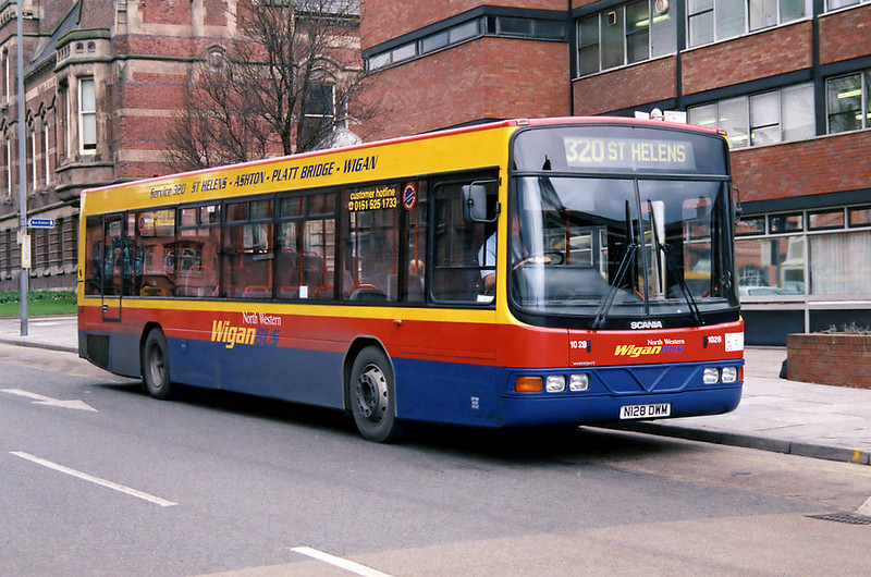 1028 N128DWM, St Helens 6/2/1998