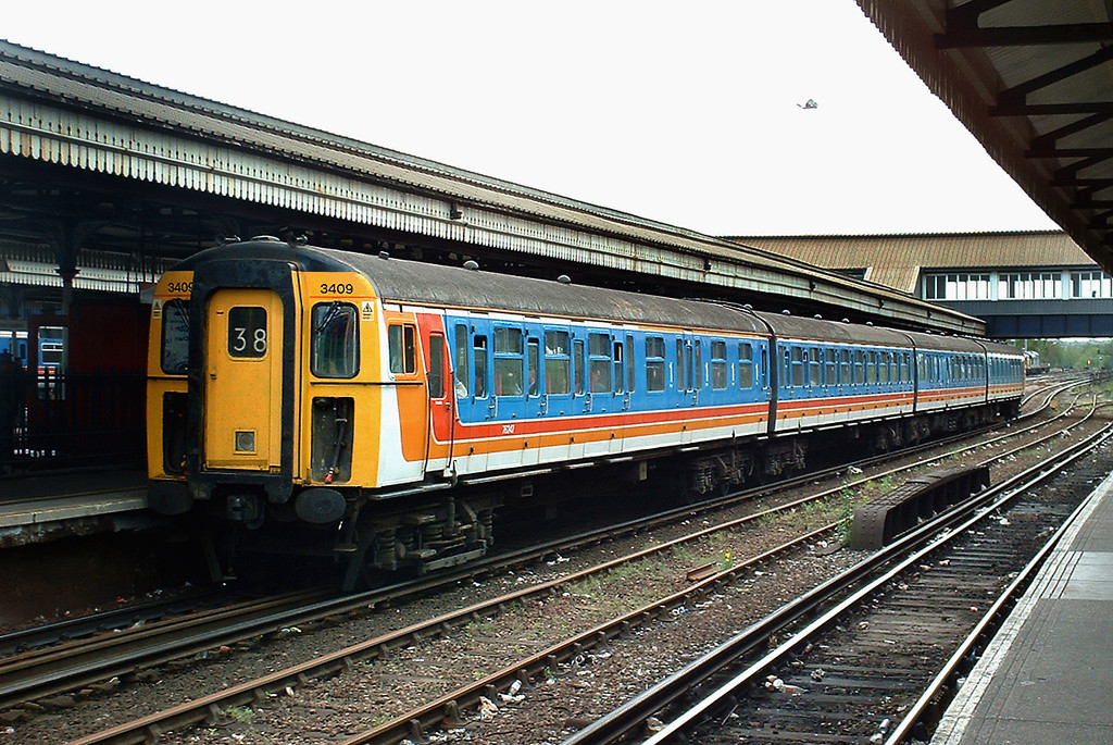 3409 Clapham Junction 1/5/2003