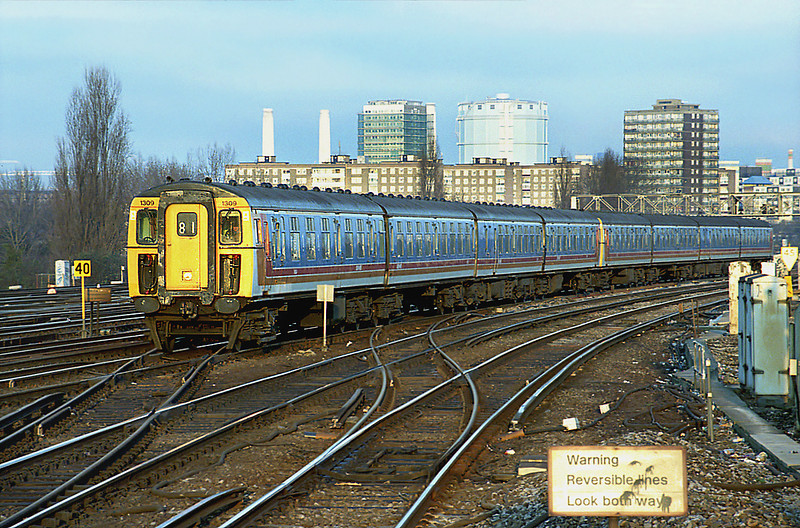 1309 and 1887, Clapham Junction 11/1/2003