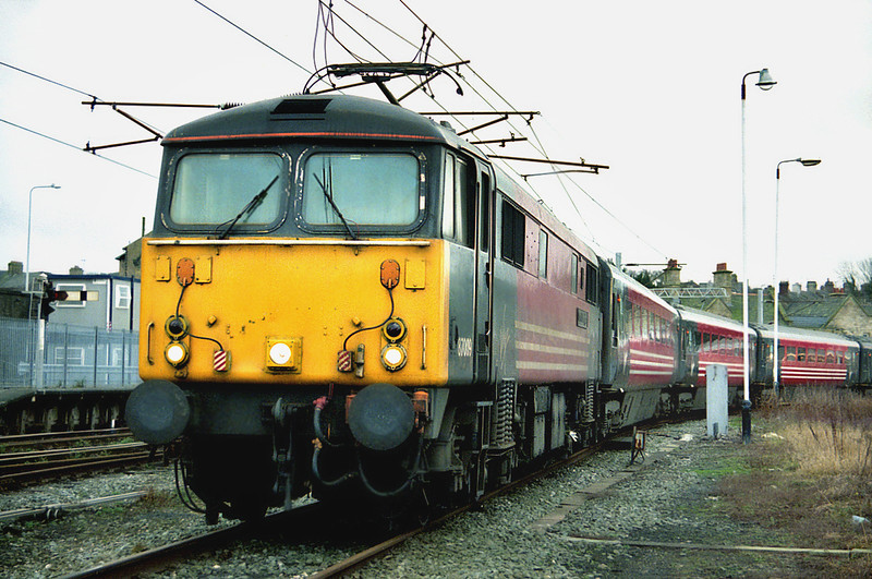 87009 Carnforth 17/1/2003<br /> ecs off 1C15 1125 London Euston-Lancaster