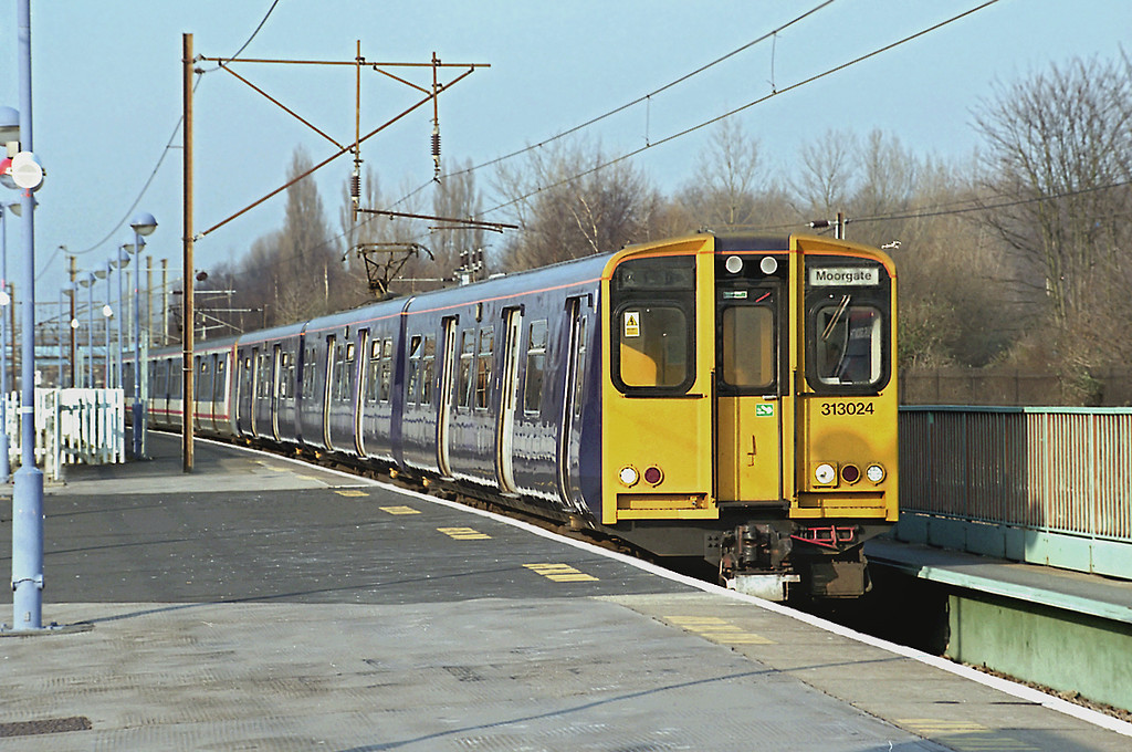 313024 and 313053, Finsbury Park 21/2/2003