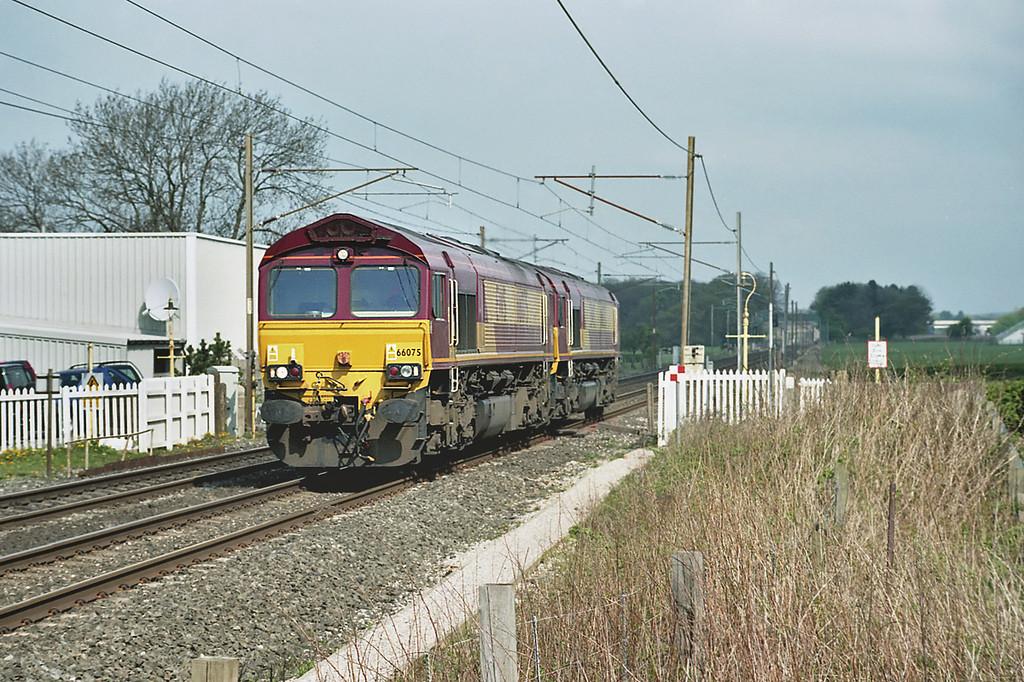 66075 and 66030, Brock 22/4/2003