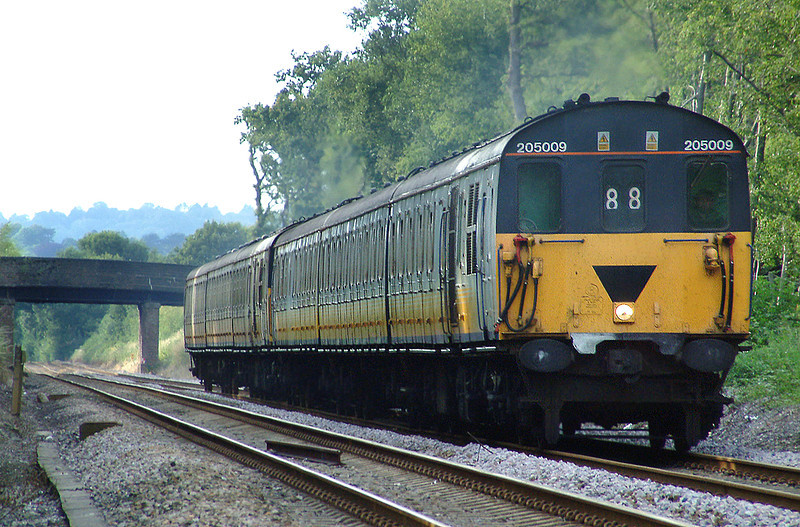 205009 and 205032, Grants Lane 24/7/2003