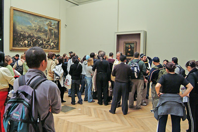 I've never totally understood the hoopla about the Mona Lisa... but there was a nice line of people waiting for the chance to see it up close.