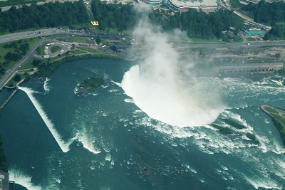 "Good shot of the ""horseshoe"" part of the falls, Canada is on the left/top."