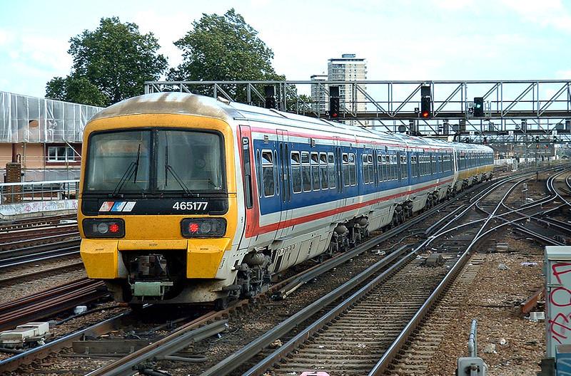 465177 and 465006, London Bridge 2/10/2004