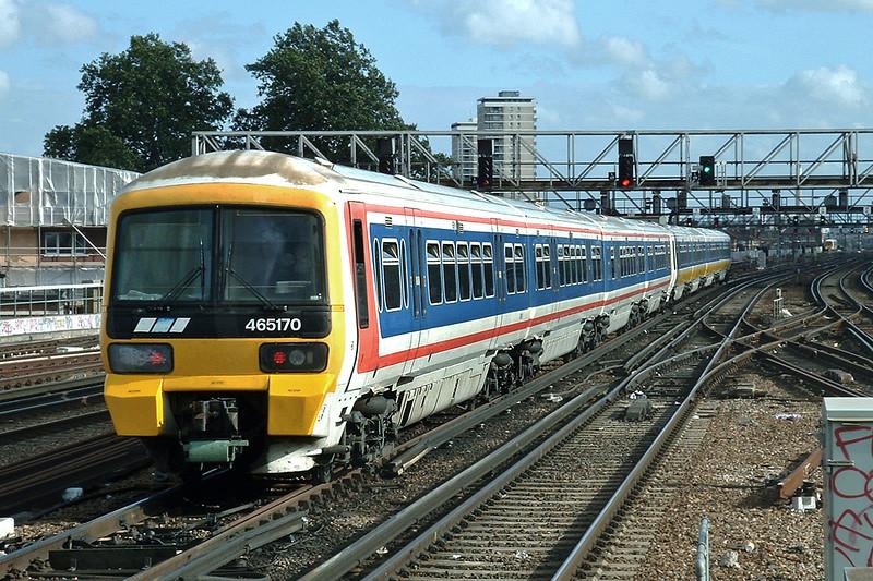 465170 and 465012, London Bridge 2/10/2004