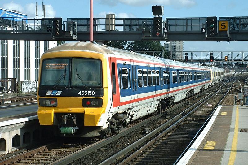 465158 and 465217, London Bridge 2/10/2004