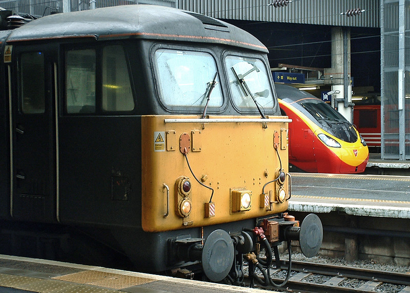 87019 and 390019 London Euston 5/1/2004