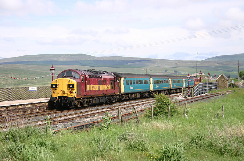37042 and 37411, Ribblehead 9/6/2004