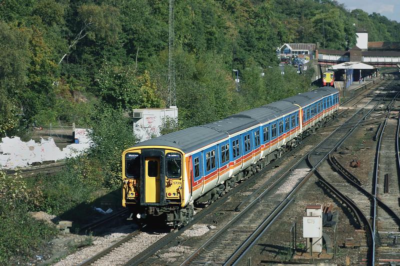 5739 and 5735, Weybridge 18/10/2004