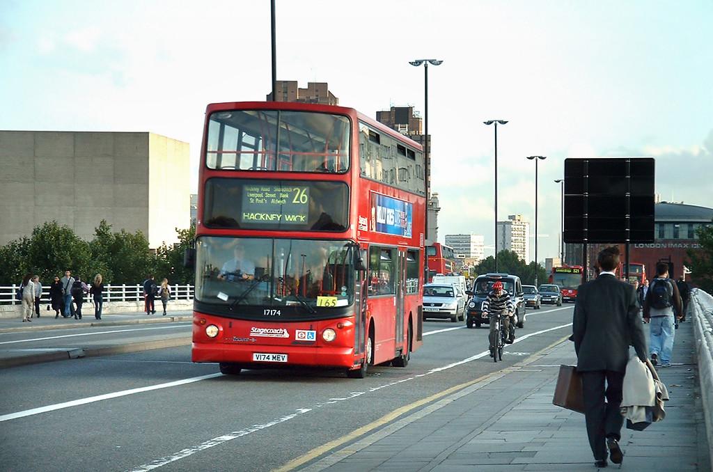 17174 V174MEV, Waterloo Bridge 30/9/2004