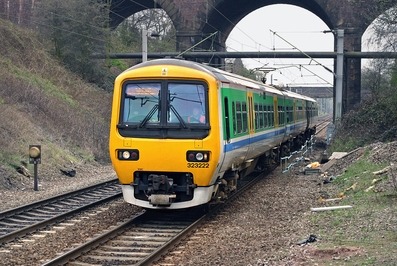 323222 Tame Bridge Parkway 1/4/2005<br /> 2A31 1427 Birmingham New Street-Walsall