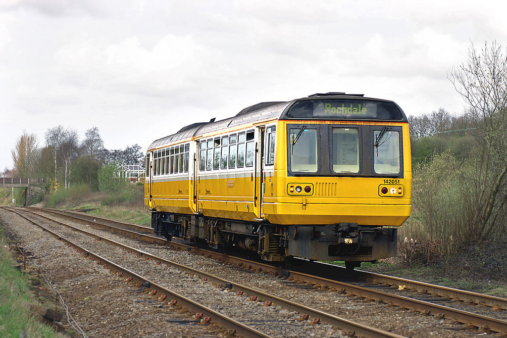 142051 Parbold 4/4/2005<br /> 2J66 1116 Southport-Rochdale