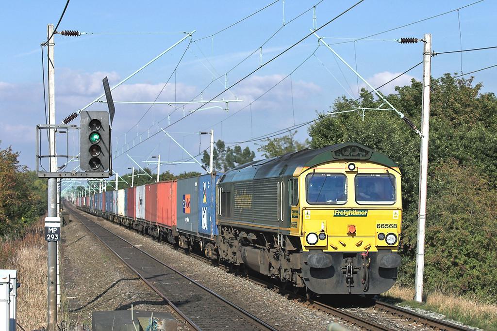 66568 Burnage 5/10/2005<br /> 4O29 1438 Trafford Park FLT-Southampton FLT