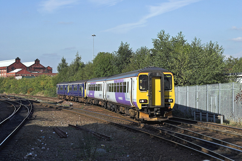 156464 and 150140, Salford Crescent 5/10/2005<br /> 2H04 1409 Blackpool North-Hazel Grove