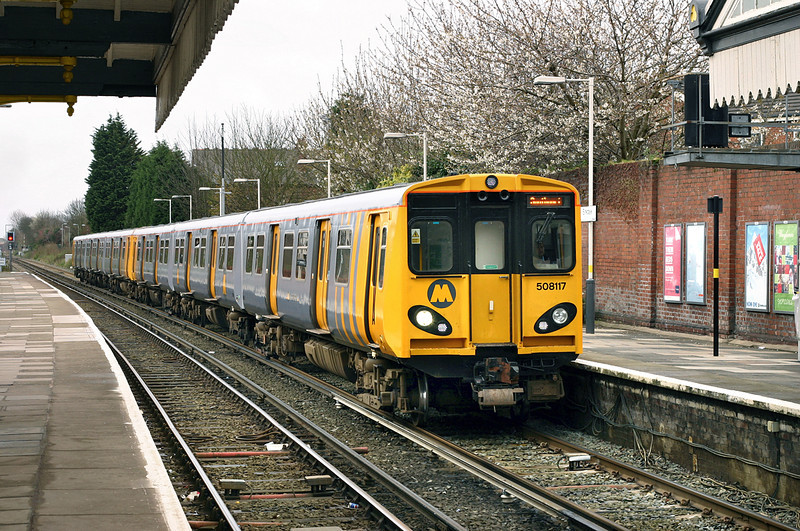 508117 and 507023, Birkdale 7/4/2005<br /> 2S13 0906 Hunts Cross-Southport