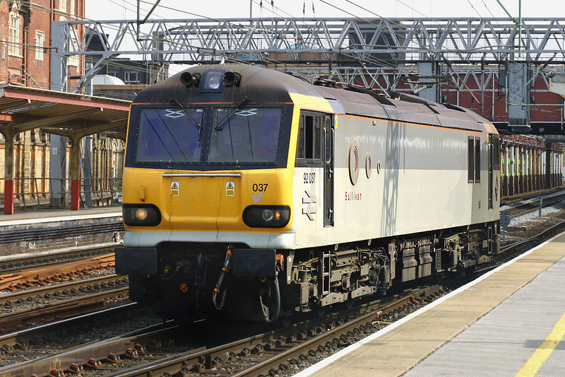 92037 Crewe 11/5/2005<br /> 0S67 1509 Crewe IEMD-Trafford Park FLT