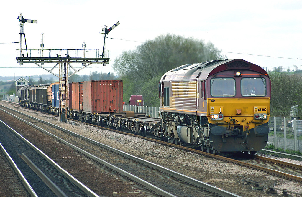 66209 Barnetby 12/4/2005<br /> 6D65 0939 Doncaster Belmont Yard-Immingham Reception Sidings
