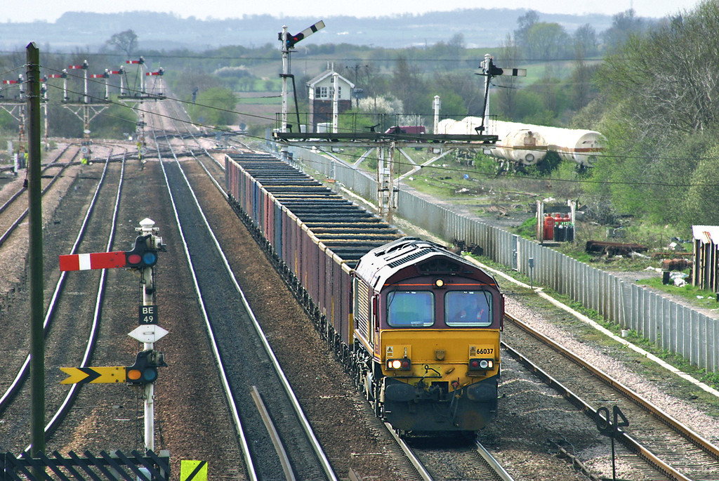 66037 Barnetby 12/4/2005<br /> 6Z63 0839 Washwood Heath-Immingham Reception Sidings