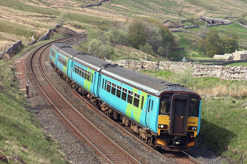 156468 and 156469, Ais Gill 12/5/2005<br /> 2H93 1426 Carlisle-York