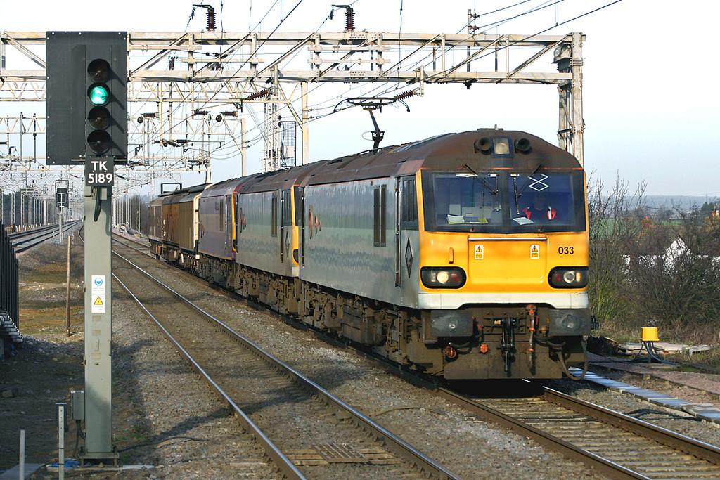 92033, 92014 and 92031, Cheddington 13/1/2005<br /> 6M76 2134 Mossend Yard-Wembley Yard