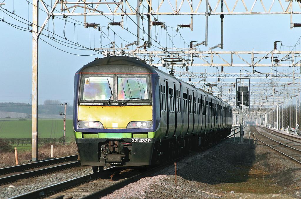 321437 and 321417, Cheddington 13/1/2005<br /> 1N06 1142 Northampton-London Euston