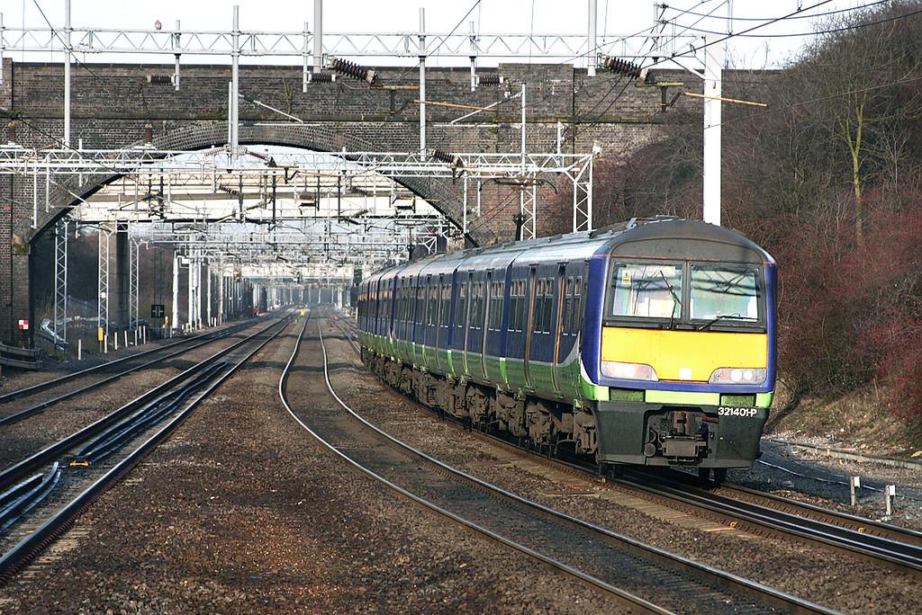 321401 and 321418, Milton Keynes Central 13/1/2005<br /> 2N76 1002 Northampton-London Euston