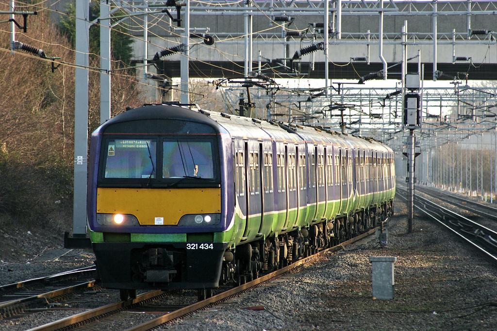 321434 and 321427, Milton Keynes Central 13/1/2005<br /> 2N11 1422 London Euston-Northampton