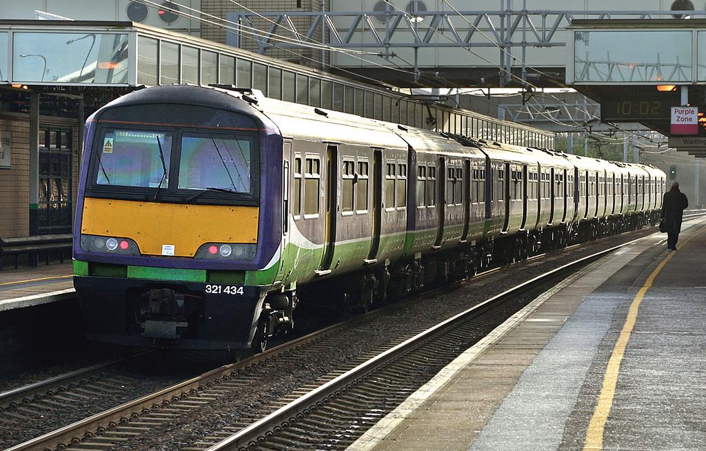321434 and 321427, Milton Keynes Central 13/1/2005<br /> 1N70 0942 Northampton-London Euston